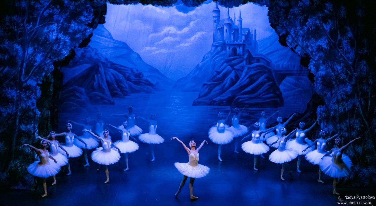 """Il Balletto di San Pietroburgo con """"Il Lago dei Cigni"""" il 18 gennaio al Teatro Rendano"""