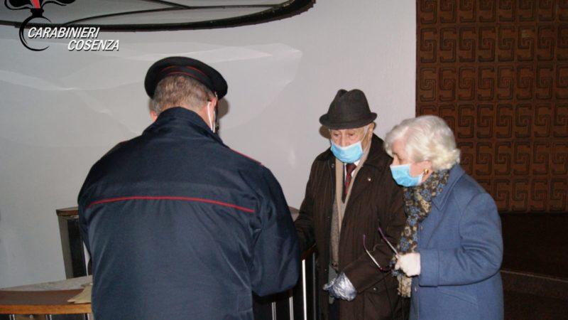 Rende, i carabinieri consegnano la pensione a domicilio ad una coppia di anziani