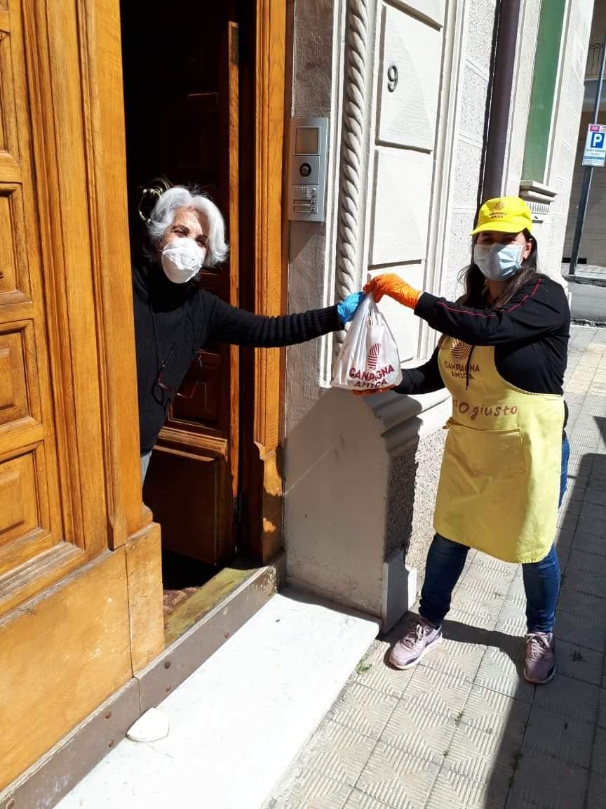 Cosenza, le donne imprenditrici di Coldiretti Calabria in prima fila per la consegna della spesa