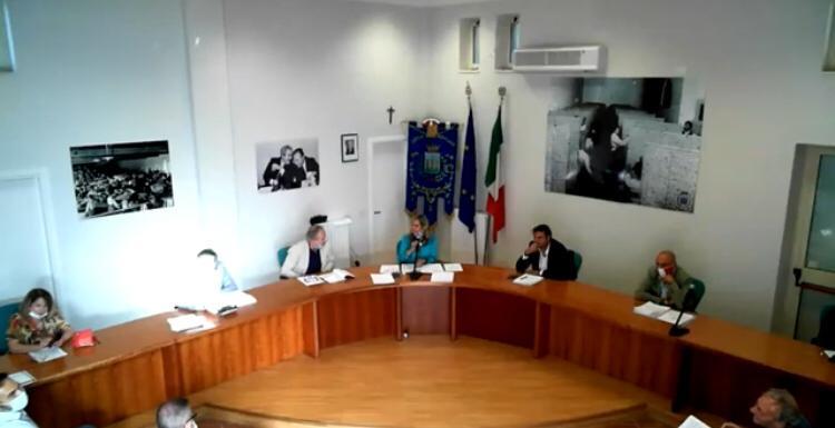 Consiglio comunale di Mendicino: ancora una volta è emersa la profonda spaccatura che divide la maggioranza