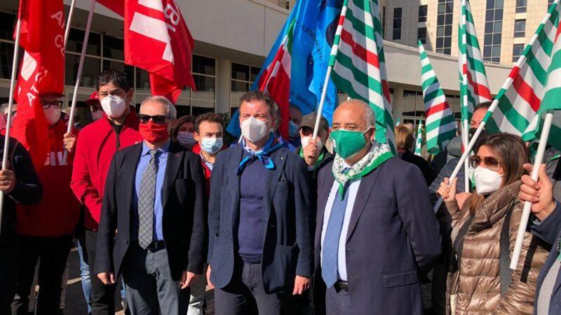 Sanità – Cgil Cisl Uil Calabria: sit-in Regione e incontro con Prefetto Catanzaro