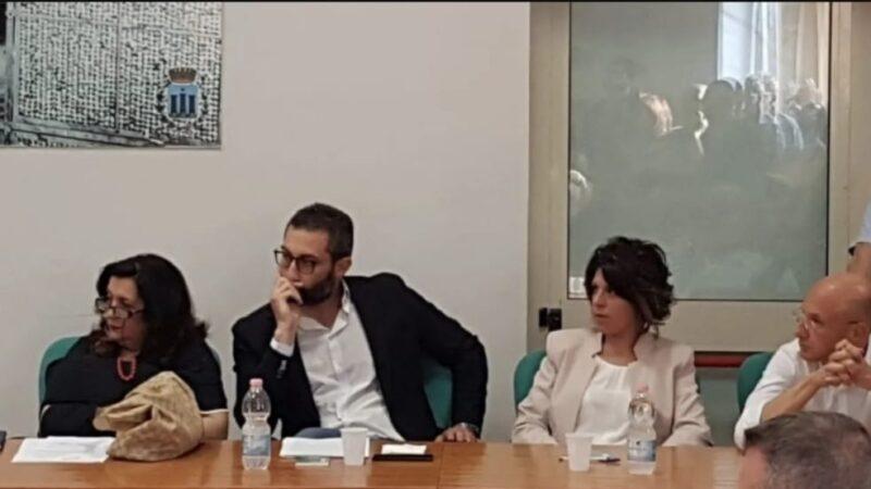 """Avanti Mendicino porta in consiglio il progetto """"Scarpe Rosse"""" e due interrogazioni"""