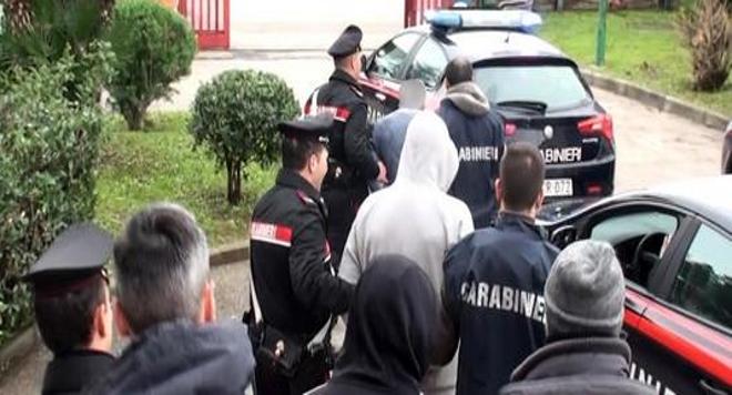 Cosenza: due giovani arrestati per detenzione ai fini di spaccio di sostanze stupefacenti