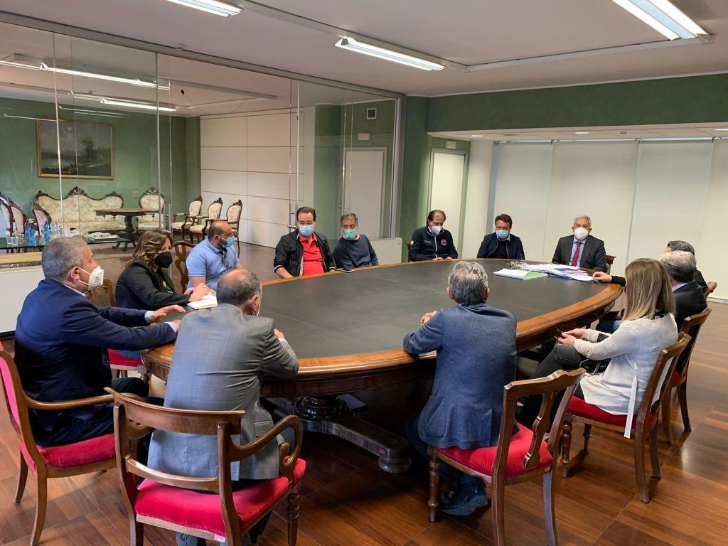 """Vaccini, il sindaco di Rende Manna scrive a La Regina e Varone: """"Ora si pensi a vaccinare ristoratori e albergatori"""""""