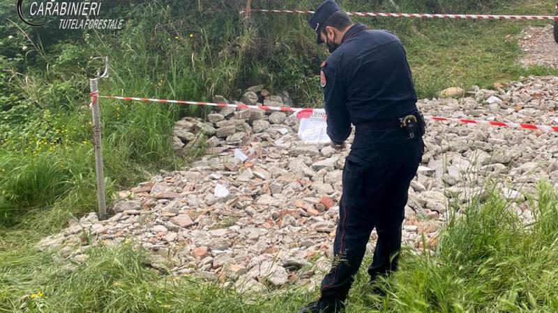 Rota Greca, Smaltimento illecito rifiuti da demolizione. Due  persone denunciate dai Carabinieri