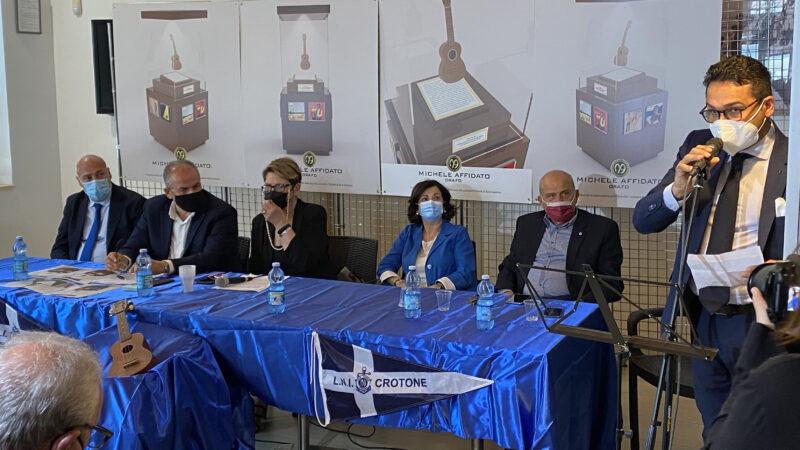 L'azienda orafa Michele Affidato realizza la teca che custodirà l'Ukulele di Rino Gaetano
