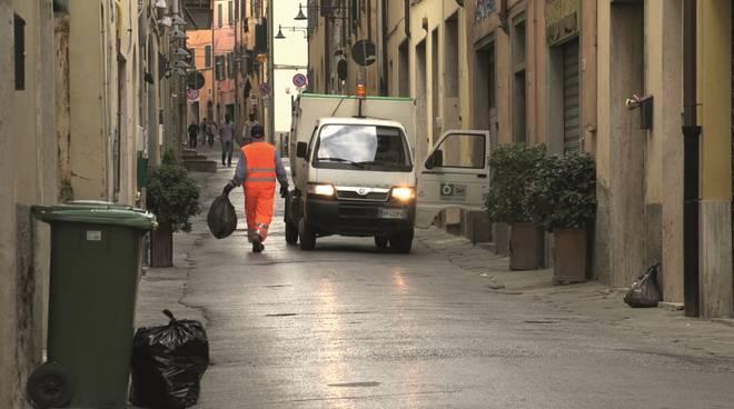Cosenza, disagi nella raccolta dei rifiuti indifferenziati: l'Amministrazione comunale informa i cittadini