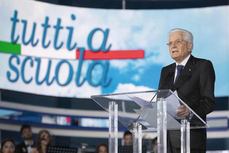 Presidente Mattarella inaugura anno scolastico a Pizzo