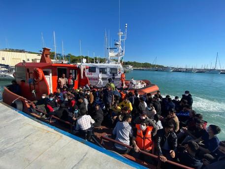 Situazione migranti insostenibile in Calabria: Saccomanno (Lega)  scrive a Lamorgese