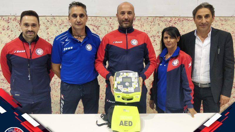 Consegna di un defibrillatore dal Centro Fisiokinesiterapico Star Bene alla Pallamano Crotone